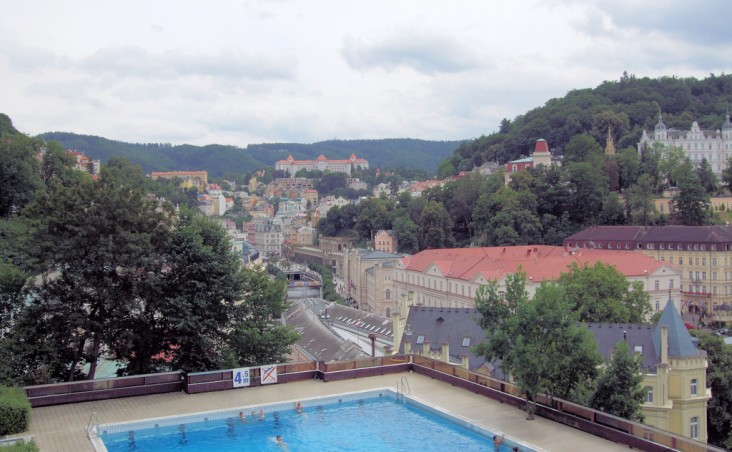 Karlovy Vary, Hotel Thermal Pool in foreground