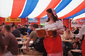 Waitress with steins