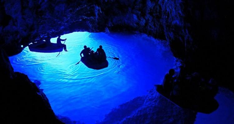 bisevo-blue-cave