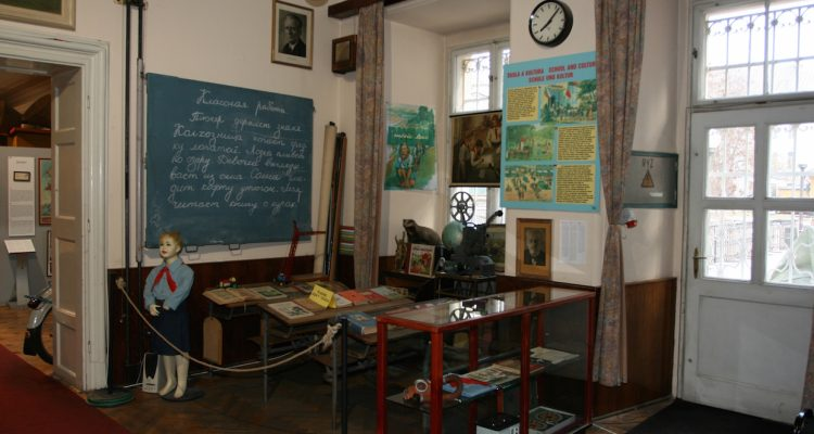 museum-of-communism-classroom