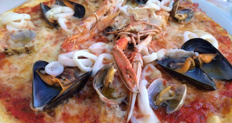 Il Capitano seafood pizza