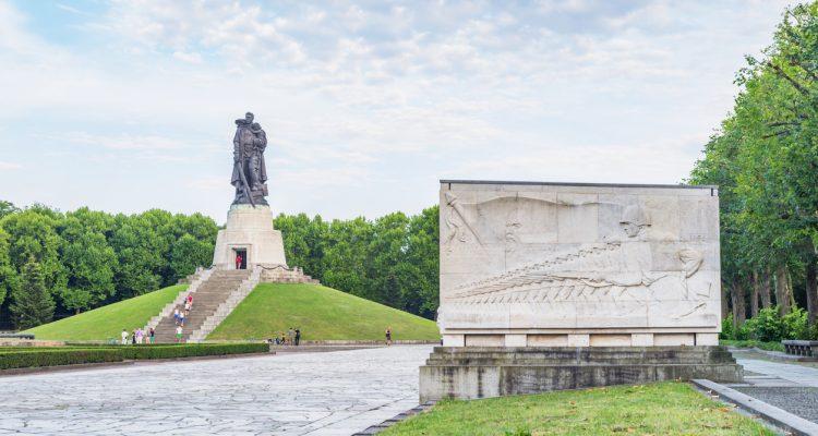 Berlin Treptower Park Soviet War Memorial