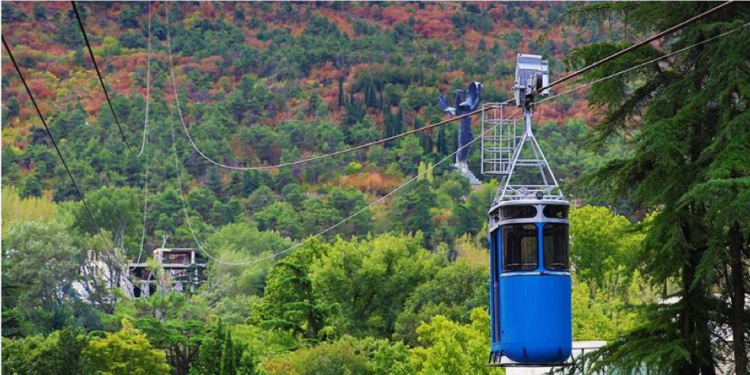 The aerial tramway to Turtle Lake from Vake Park